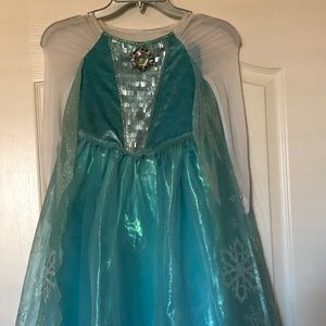 Queen Elsa's ❄️ Dress from Disney in Size 5/6 ☃️❄️